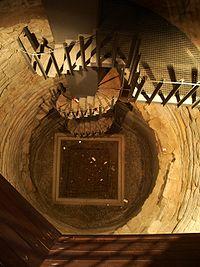 Pozo de abastecimiento de la Torre del Trovador.