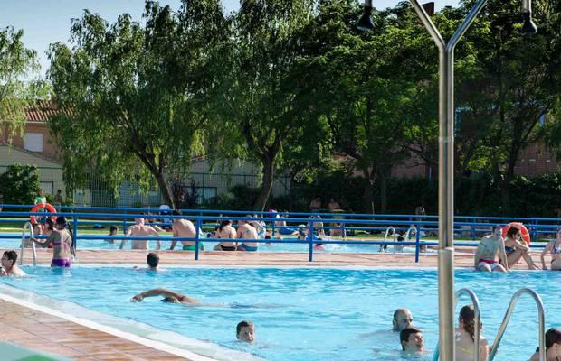 Las piscinas municipales de zaragoza incrementan un 11 for Piscinas climatizadas zaragoza