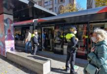 la policia local vigila el tranvia